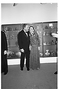 Alfred  and Judy Taubman, Sotheby's. London. 9 December 1985. © Copyright Photograph by Dafydd Jones 66 Stockwell Park Rd. London SW9 0DA Tel 020 7733 0108 www.dafjones.com