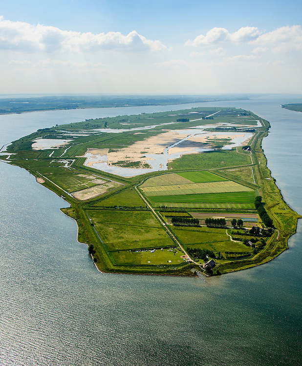 Nederland, Zuid-Holland, Tiengemeten 10-06-2015; oostelijk deel van het eiland Tiengemeten met zorgboerderij en camping.<br />