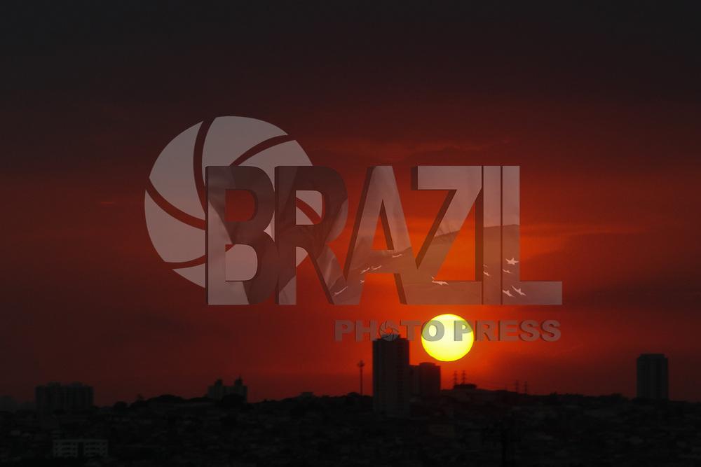 GUARULHOS, SP, 29.01.2014 - CLIMA - TEMPO - Fim de tarde / Início de noite nesta quarta-feira, 29 (Foto: Geovani Velasquez / Brazil Photo Press)