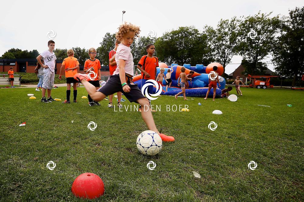 AMMERZODEN - Het 80-jarig jubileum van JvA Ammerzoden is gevierd met diversen sport activiteiten. FOTO LEVIN DEN BOER - PERSFOTO.NU