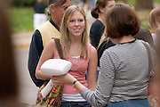 18212 Mom's Weekend 2007: Out on Campus / Uptown..Taylor Brennan Talks to Leah Hyland's Mom, Darlene