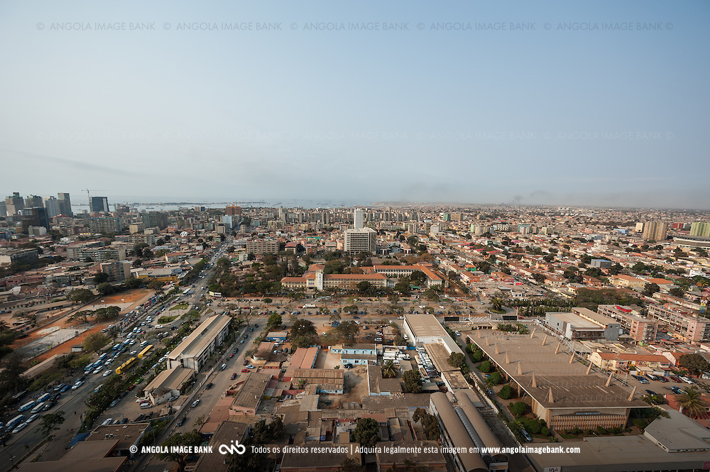 Vista aérea da cidade Luanda, capital de Angola.