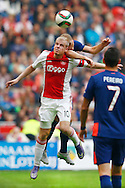 04-10-2015 VOETBAL: AJAX-PSV:AMSTERDAM<br /> Mike van der Hoorn van Ajax wint het luchtduel van  <br /> <br /> <br /> Foto: Geert van Erven