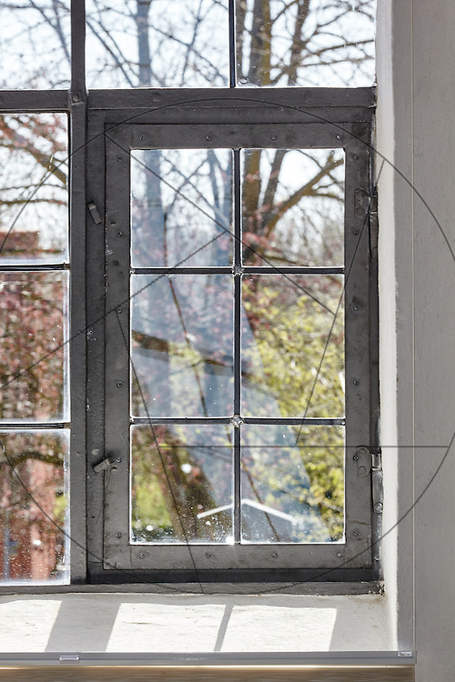 Stenløse Kirke efter restaurering, Nebel & Olesen Arkitekter, nyt gulv i kor, ny alterring, kirkevindue