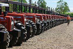 Linha de produção dos tratores da Massey Ferguson, em Canoas, no Rio Grande do Sul. FOTO: Jefferson Bernardes/ Agência Preview