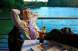 Laércio Marckes, aplica na bolsa de valores e não está nada preocupado com o que pode acontecer com o dinheiro dele. FOTO: Jefferson Bernardes / Preview.com