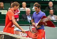 Roger Federer (SUI) geht an Florian Mayer vorbei,Seitenwechsel,<br /> <br /> Tennis - Gerry Weber Open - ATP 500 -  Gerry Weber Stadion - Halle / Westf. - Nordrhein Westfalen - Germany  - 19 June 2015. <br /> &copy; Juergen Hasenkopf