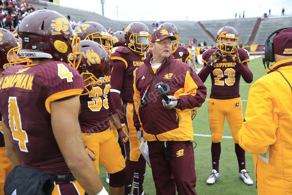 With a second half surge in the final game at Kelly/Shorts Stadium for the 2015 season, Central Michigan beat the Eastern Michigan Eagles 35-28 to improve to 7-5, (6-2 MAC) overall. Photo by Steve Jessmore/Central Michigan University