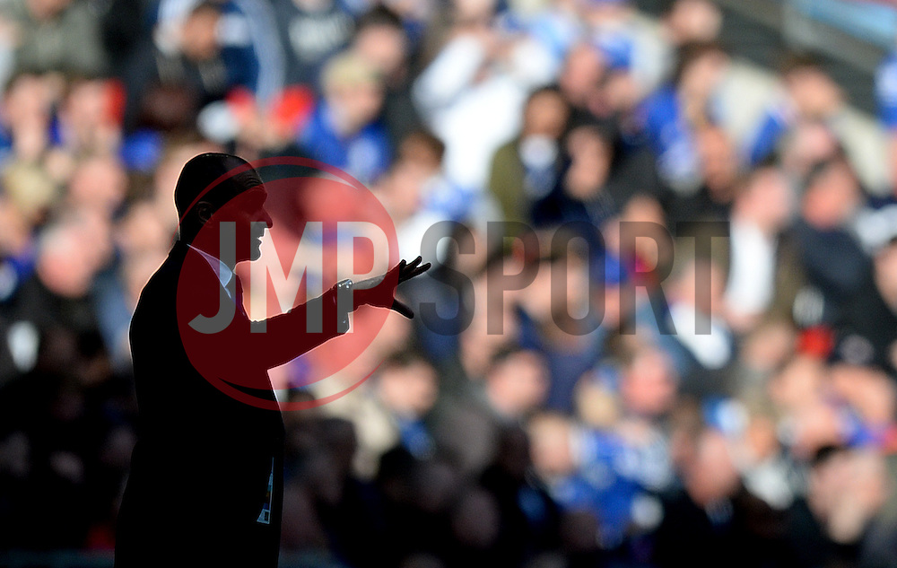 Silhouette of Everton Manager Roberto Martinez as he gives directions to his players. - Mandatory by-line: Alex James/JMP - 23/04/2016 - FOOTBALL - Wembley Stadium - London, England - Everton v Manchester United - The Emirates FA Cup Semi-Final