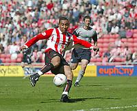 Photo. Andrew Unwin, Digitalsport<br /> NORWAY ONLY<br /> <br /> Sunderland v Crewe Alexandra, Nationwide League Division One, Stadium of Light, Sunderland 01/05/2004.<br /> Sunderland's Jeff Whitley scores his team's first goal.