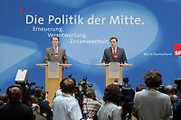 """24 APR 2002, BERLIN/GERMANY:<br /> Franz Muentefering (L), SPD, Bundesgeschaeftsfuehrer, und Gerhard Schroeder, SPD, Bundeskanzler und Parteivorsitzender, waehrend einer Pressekonferenz zur Vorstellung des SPD Wahlprogramms zur Bundestagswahl 2002 unter dem Motte """"Die Politik der Mitte"""", Willi-Brandt-Haus<br /> IMAGE: 20020424-02-003<br /> KEYWORDS: Franz Müntefering, Gerhard Schröder, Wahlprogramm, Kamera, Camera"""