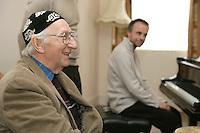 Clive Robbins visits Nordoff Robbins London Centre..Friday, April.8, 2005. (Photo/John Marshall JME)