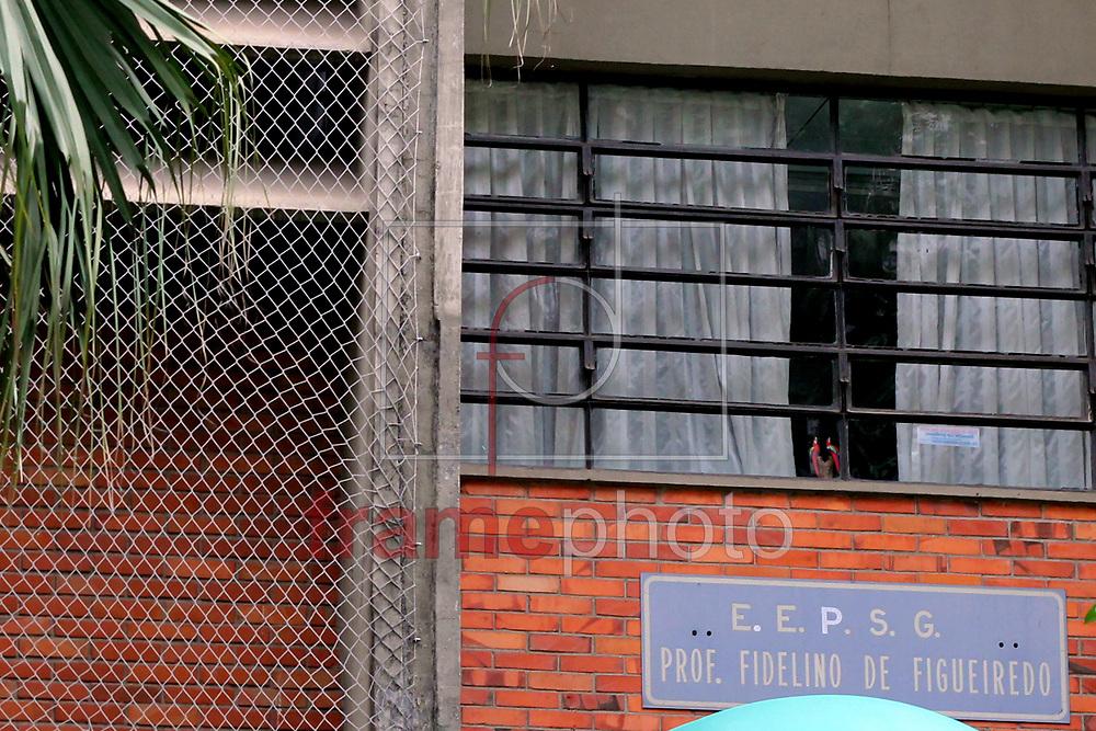 EE Fidelino Figueiredo, na Rua Imaculada Conceição, 71, na Vila Buarque, em São Paulo, permanece ocupada por estudantes nesta terça-feira (24). A escola estadual foi ocupada na quinta-feira passada em protesto contra a reorganização escolar promovida pelo Governo do Estado de São Paulo. Foto: Carlos Pupo/FramePhoto