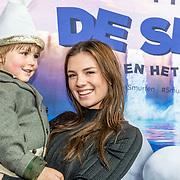 NLD/Amsterdam/20170318 - première De Smurfen en het Verloren Dorp, Maan de Steenwinkel en neefje