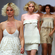 NLD/Amsterdam/20070727 - Modeshow Jan Taminau tijdens de Amsterdam fashionweek 2007, model op de catwalk