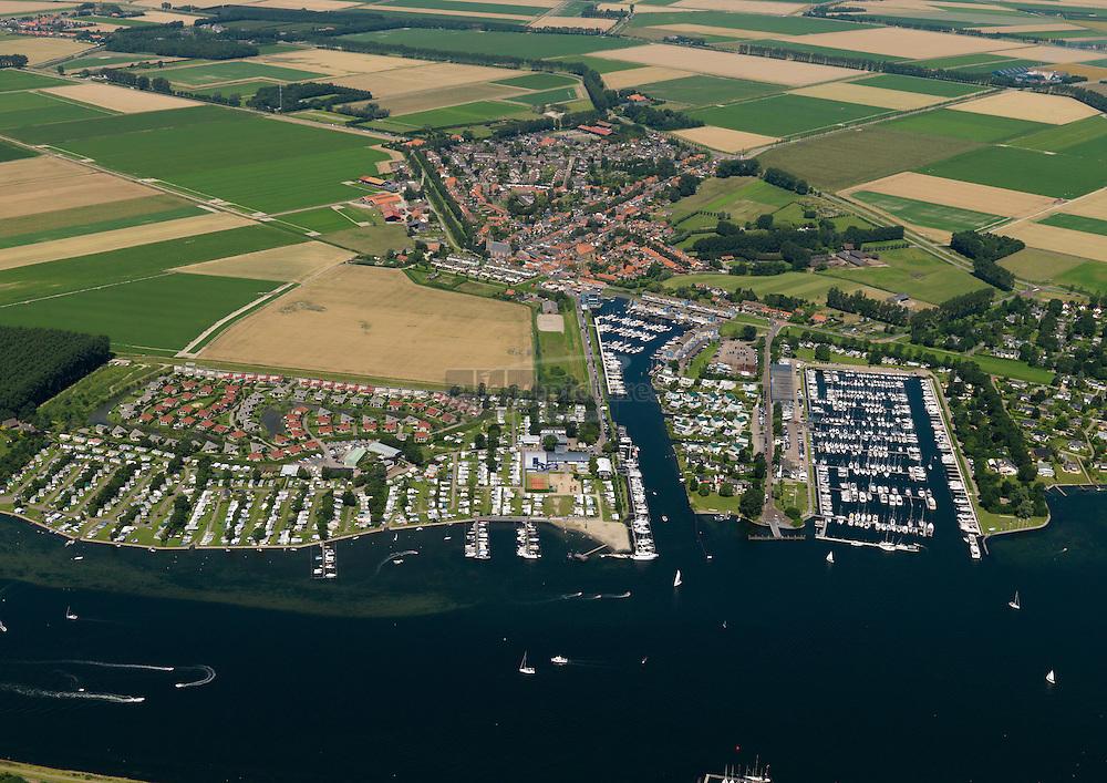 Camping de Paardekreek aan het Veerse meer met Jachthaven Delta Marina en het dorp Kortgene.