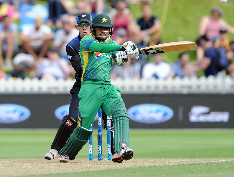 Pakistan's Mohammad Hafeez bats in front of New Zealand's Luke Ronchi in the 1st ODI International Cricket match at Basin Reserve, Wellington, New Zealand, Monday, January 25, 2016. Credit:SNPA / Ross Setford