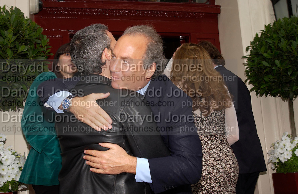 Patrick Cox and Charles Finch. Lunch party for Brooke Shields hosted by charles finch and Patrick Cox. Mortons. Berkeley Sq. 6 July 2005. ONE TIME USE ONLY - DO NOT ARCHIVE  © Copyright Photograph by Dafydd Jones 66 Stockwell Park Rd. London SW9 0DA Tel 020 7733 0108 www.dafjones.com