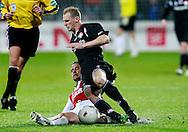 24-11-2007: Voetbal:AZ-WILLEM II: ALKMAAR<br /> Simon Cziommer maakt een sliding op Frank van der Struijk<br /> Foto: Geert van Erven