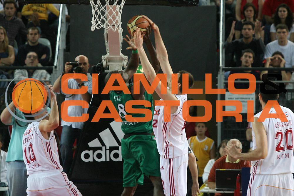 DESCRIZIONE : Roma Lega A1 2006-07 Playoff Semifinale Gara 2 Lottomatica Virtus Roma Montepaschi Siena <br /> GIOCATORE : Eze Lorbek <br /> SQUADRA : Montepaschi Siena <br /> EVENTO : Campionato Lega A1 2006-2007 Playoff Semifinale Gara 2 <br /> GARA : Lottomatica Virtus Roma Montepaschi Siena <br /> DATA : 02/06/2007 <br /> CATEGORIA : Stoppata <br /> SPORT : Pallacanestro <br /> AUTORE : Agenzia Ciamillo-Castoria/G.Ciamillo