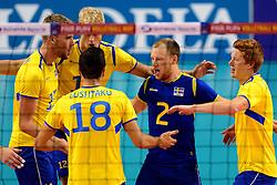 04-10-2013 VOLLEYBAL: WK KWALIFICATIE MANNEN NEDERLAND - ZWEDEN: ALMERE<br /> Vreugde bij Zweden met Anton Wijk Tegenrot, Jakob Wijk Tegenrot<br /> ©2013-FotoHoogendoorn.nl