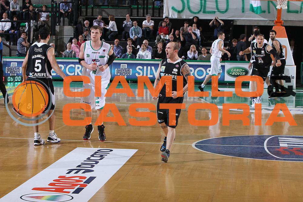 DESCRIZIONE : Treviso Lega A 2009-10 Basket Benetton Treviso Carife Ferrara<br /> GIOCATORE : Valerio Spinelli<br /> SQUADRA : Carife Ferrara<br /> EVENTO : Campionato Lega A 2009-2010<br /> GARA : Benetton Treviso Carife Ferrara<br /> DATA : 02/05/2010<br /> CATEGORIA : Esultanza<br /> SPORT : Pallacanestro<br /> AUTORE : Agenzia Ciamillo-Castoria/G.Contessa<br /> Galleria : Lega Basket A 2009-2010 <br /> Fotonotizia : Treviso Campionato Italiano Lega A 2009-2010 Benetton Treviso Carife Ferrara<br /> Predefinita :