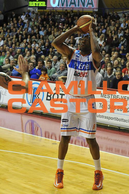 DESCRIZIONE : Venezia Lega A 2012-13 Umana Venezia Enel Brindisi<br /> GIOCATORE : antywane robinson<br /> CATEGORIA : tiro<br /> SQUADRA : Umana Venezia Enel Brindisi<br /> EVENTO : Campionato Lega A 2012-2013 <br /> GARA : Umana Venezia Enel Brindisi<br /> DATA : 24/02/2013<br /> SPORT : Pallacanestro <br /> AUTORE : Agenzia Ciamillo-Castoria/M.Gregolin<br /> Galleria : Lega Basket A 2012-2013  <br /> Fotonotizia : Venezia Lega A 2012-13 Umana Venezia Enel Brindisi<br /> Predefinita :