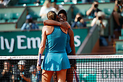 Sloane STEPHENS (USA) and Madison KEYS (USA) arms in arms after the game during the Roland Garros French Tennis Open 2018, day 12, on June 7, 2018, at the Roland Garros Stadium in Paris, France - Photo Stephane Allaman / ProSportsImages / DPPI