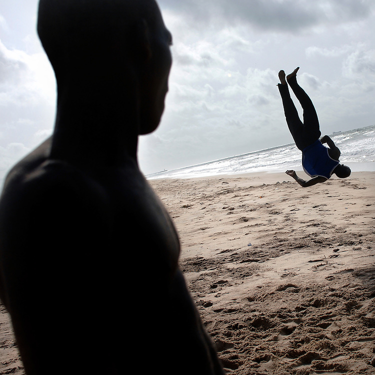 Cotonou February 2006 - A Beninese boy does a jump on the beach © Jean-Michel Clajot