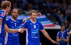 17-04-2016 NED: Play off finale Abiant Lycurgus - Seesing Personeel Orion, Groningen<br /> Abiant Lycurgus is door het oog van de naald gekropen tijdens het eerste finaleduel om het landskampioenschap. De Groningers keken in een volgepakt MartiniPlaza tegen een 0-2 achterstand aan tegen Seesing Personeel Orion, maar mede dankzij invaller Gino Naarden kwam Lycurgus langszij en pakte het de wedstrijd met 3-2 / Jay Blankenau #9 of Lycurgus, Sam Gortzak #1 of Lycurgus