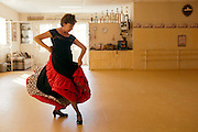 Flamenco dancer Ambar Gonzalez is the director of the Estudio de Danza Ambar in Nuevo Laredo. The studio offers dance classes for flamenco, jazz, hip hop and ballet.