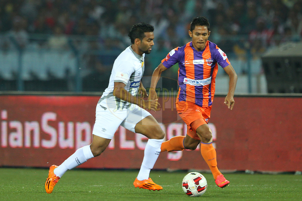 Cavin Peter Lobo of Atletico de Kolkata takes on Israil Gurung of FC Pune City during match 24 of the Hero Indian Super League between Atl&eacute;tico de Kolkata and FC Pune City held at the Salt Lake Stadium in Kolkata, West Bengal, India on the 7th November 2014.<br /> <br /> Photo by:  Ron Gaunt/ ISL/ SPORTZPICS
