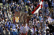 DEU, Germany, Cologne, Corpus Christi ship ..procession Muelheimer Gottestracht on the river Rhine, spectators.....DEU, Deutschland, Koeln, Fronleichnams-Schiffsprozession Muelheimer Gottestracht auf dem Rhein, Zuschauer....... ..