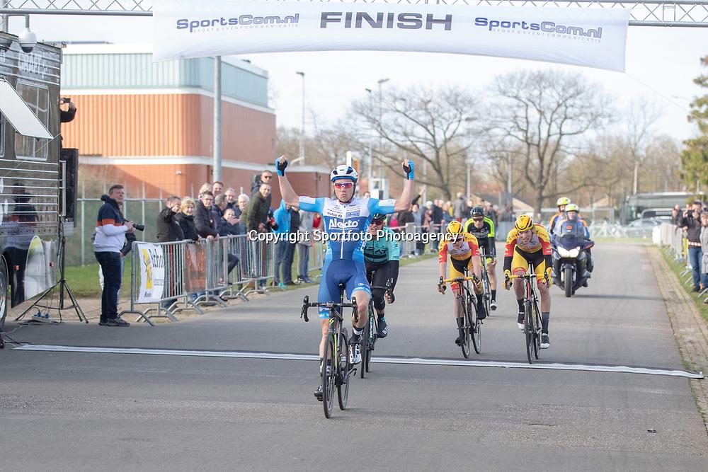 23-03-2019: Wielrennen: Drentse Dorpenomloop: Assen<br />-wielrennen - Assen - Drenthe - KNWU<br />Coen Vermeltfoort heeft de Dorpenomloop van Drenthe gewonnen. De renner van Alecto toonde zich de snelste van een kopgroep van vijf in Assen. Piotr Havik (BEAT eindigde als tweede). Dion Beukeboom (Vlasman) derde