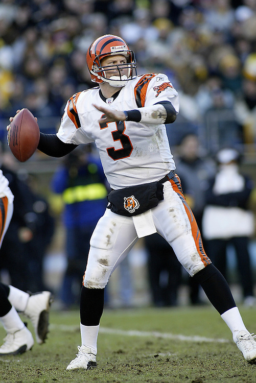 Quarterback Jon Kitna of the Cincinnati Bengals drops back to pass during their 24-20 victory over the Pittsburgh Steelers on 11/30/2003. ©JC Ridley/NFL Photos.