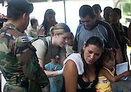 Teniente Nicole Musshorn del Ejercito Estadunidense realiza  tuesday, AGST 24, 2010 jornada medica en la comunidad El Pichiche del Zacatecoluca,   80 km al Sur de San Salvador, El Salvador. Nicole que pertenece a la Fuerza de Tarea Conjunta Bravo destacada en la Base Aerea Soto Cano Honduras  realizan el ejercio humanitario en toda Centroamerica. (ILphoto/Edgar Romero)