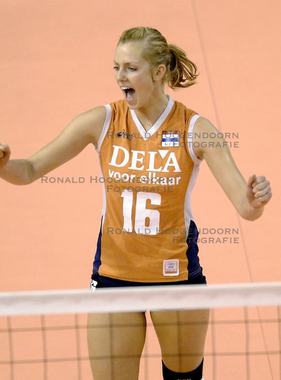 26-09-2006 VOLLEYBAL: KWALI WGP2007: NEDERLAND - POLEN: VARNA<br /> De Nederlandse volleybalsters hebben hun eerste wedstrijd van het kwalificatietoernooi voor de Grand Prix gewonnen. Nederland vocht zich tegen Polen knap terug van een 2-0-achterstand in sets en versloegen de Poolse vrouwen met 3-2 (28-30 22-25 25-22 28-26 15-10) / Debby Stam<br /> &copy;2006-WWW.FOTOHOOGENDOORN.NL