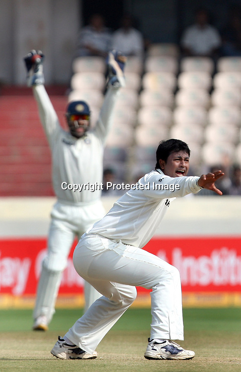 Indian bowler Pragiyan Ojha d captain MS Dhoni appile against New Zealand batsman Kane Williamson during the Indian vs New Zealand 2nd test match day-5 Played at Rajiv Gandhi International Stadium, Uppal, Hyderabad 16 November 2010 (5-day match)