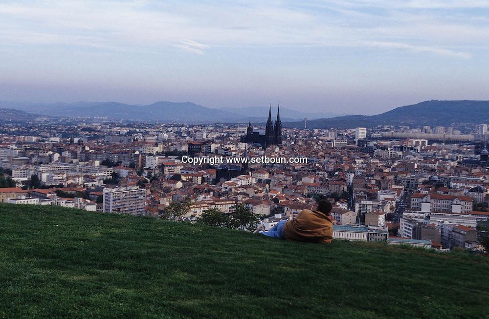 France. massif central. Clermont Ferrand. The cathedral , the old city /  / view from Montjuzet Park    France  /   La cathedrale , la vieille ville vue depuis le parc Montjuzet.  Clermont Ferrand  France   /  / L005083  /  R20707  /  P114793