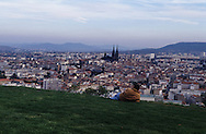 France. massif central. Clermont Ferrand. The cathedral , the old city /  / view from Montjuzet Park    France  /   La cathedrale , la vieille ville vue depuis le parc Montjuzet.  Clermont Ferrand  France   /  / L005083  /  R20707  /  P114793