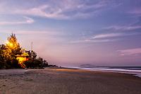 Praia do Campeche ao anoitecer. Florianópolis, Santa Catarina, Brasil. / Campeche Beach at dusk. Florianopolis, Santa Catarina, Brazil.