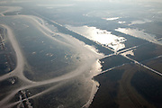 Nederland, Noord-Holland, Naarden, 10-01-2009; schaatsers op de ijsvlaktes van het bevroren Naardermeer; ice skaters on the frozen Naardermeer, the oldest Dutch nature preserve; schaats, schaatsen, ijs, ijspret, pret, toer, toertocht, ijsbaan, natuurijs, schaatsen rijden, winter, koud, vriezen, min nul, beneden nul, koud, celsius, skating, ice skating, ice, fun, skating rink, natural, skate, snow, cold, freezing, minus zero, below zero, cold, winterlandschap, winter landscape;.een van de bekenste natuurreservaten van Nederland, bezit van de Vereniging voor Natuurmonumenten (grondlegger Jac. P. Thijsse); natuurreservaat; Nature reserve Naardermeer (Naarder lake), the area is a bird sanctuary and the oldest Dutch nature preserve; wetland, wetlands, marshland, marshlands .luchtfoto (toeslag); aerial photo (additional fee required); .foto Siebe Swart / photo Siebe Swart