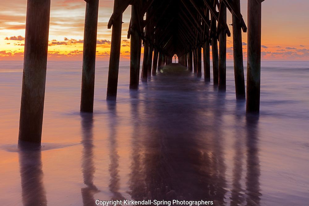NC00904-00...NORTH CAROLINA - Sunrise at Surf City Pier.