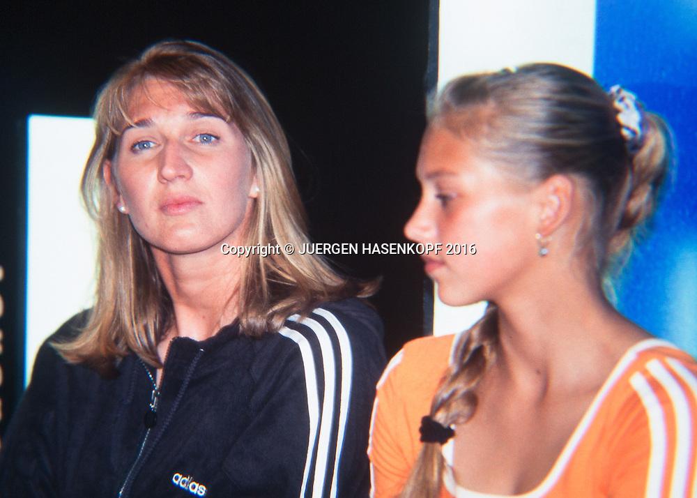 Steffi Graf (GER), PR Termin mit Anna Kournikova, Roland Garros, French Open 1997<br /> <br /> Tennis - French Open 1997 - Grand Slam ATP / WTA -  Roland Garros - Paris -  - France  - 7 December 2016.