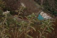 San Rafael las Flores, Santa Rosa, Guatemala vista de la entrada al tunel utilizado por Minera San Rafael en sus operaciones de exploracion en la mina Escobal.  En junio del 2012, el Centro de Accion Legal Ambiental y Social (CALAS), una organizacion de la sociedad civil guatemalteca, tomo accion legal en contra de Minera San Rafael S.A. y su empresa matriz Tahoe Resources Inc. por la supuesta contaminacion del arroyo Escobal, parte de la cuenca del rÌo Los Esclavos. PHOTO: Graham Charles Hunt/IMAGENES LIBRES