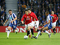 20090415: PORTO, PORTUGAL - FC Porto vs Manchester United: Champions League 2008/2009 – Quarter Finals – 2nd leg. In picture: Cristian Rodriguez (L),  Cristiano Ronaldo and Fernando (R). PHOTO: Manuel Azevedo/CITYFILES