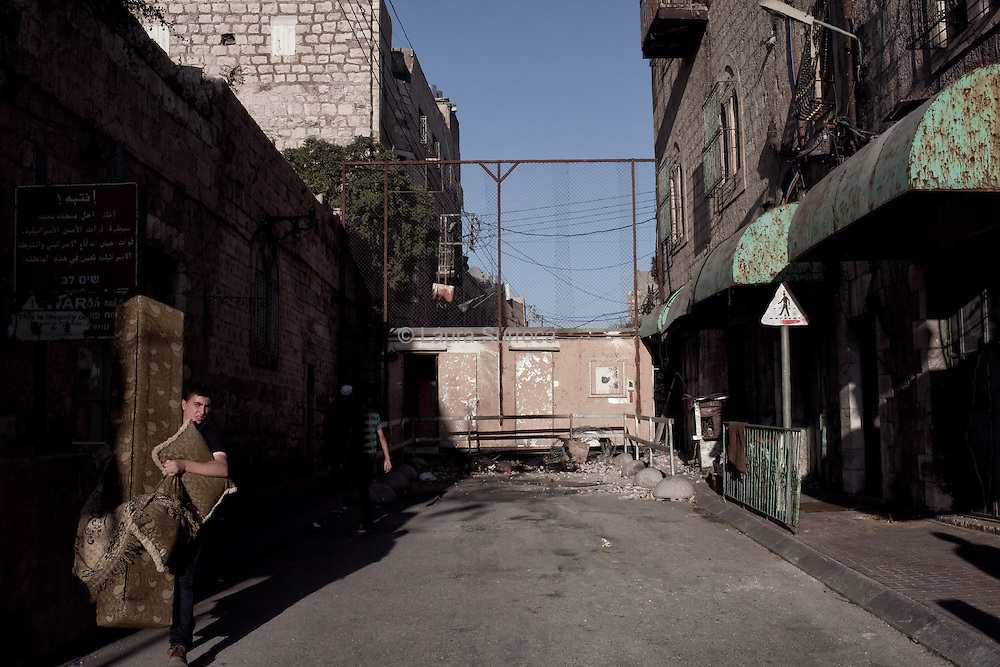Checkpoint Bab Al Zawiya, in Hebron, West Bank.