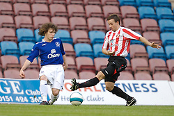 Widnes, England - Tuesday, September 4, 2007: Sunderland's David Connolly and Everton's John Paul Kissock during the Premier League Reserve match at the Halton Stadium. (Photo by David Rawcliffe/Propaganda)
