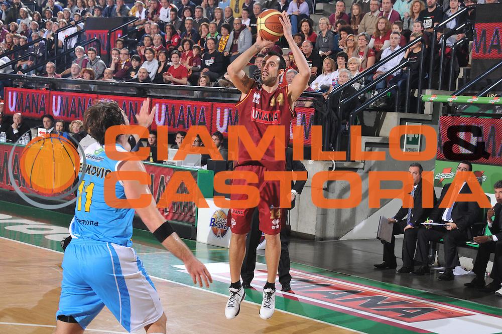 DESCRIZIONE : Treviso Lega A 2011-12 Umana Venezia Vanoli Braga Cremona<br /> GIOCATORE : tommaso fantoni<br /> CATEGORIA :  tiro<br /> SQUADRA : Umana Venezia Vanoli Braga Cremona<br /> EVENTO : Campionato Lega A 2011-2012<br /> GARA : Umana Venezia Vanoli Braga Cremona<br /> DATA : 27/12/2011<br /> SPORT : Pallacanestro<br /> AUTORE : Agenzia Ciamillo-Castoria/M.Gregolin<br /> Galleria : Lega Basket A 2011-2012<br /> Fotonotizia :  Treviso Lega A 2011-12 Umana Venezia Vanoli Braga Cremona  <br /> Predefinita :