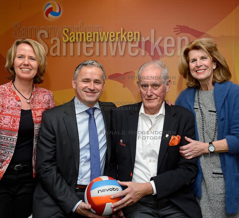 12-12-2015 NED: Bondsvergadering Nevobo, Nieuwegein<br /> Hans Nieukerke is vandaag benoemd tot erevoorzitter van de Nevobo. De 73-jarige Nieukerke ontving in het Huis van de Sport deze eer bij het afscheid van zijn twaalfjarig voorziterschap en kreeg de unieke gouden bondsspeld met drie briljanten opgespeld / Karen, Hans, Peter, Marloes